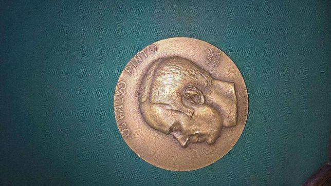 Medalha comemorativa sobre Osvaldo Pinto, em bronze