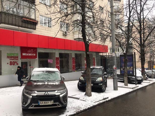 Фасадное помещение 250м2 с большой витриной на Леси Украинки 12