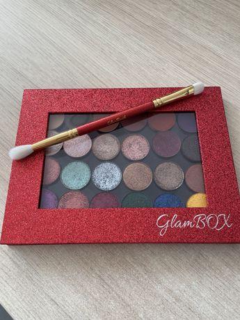 Glam Shop - paleta cieni z zielonego kalendarza i pędzelek