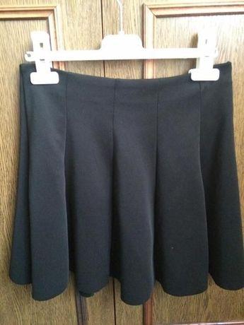 Czarna rozkloszowana krótka spódnica na zamek Tally Weijl