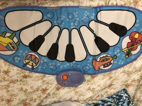 Пианино ковёр mothercare в отличном состоянии