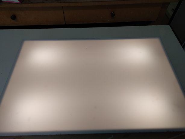 Caixa iluminada para trabalhos com precisão