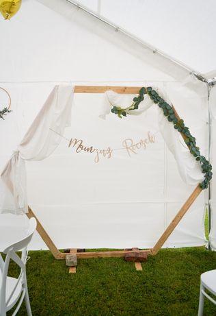 Drewniany heksagon, drewniana dekoracja, ścianka do wynajęcia, wesele