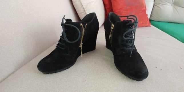buty Clarks czarne zamszowe - rozmiar 35
