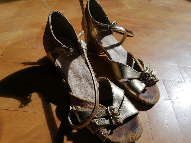 Танцевальная обувь на девочку