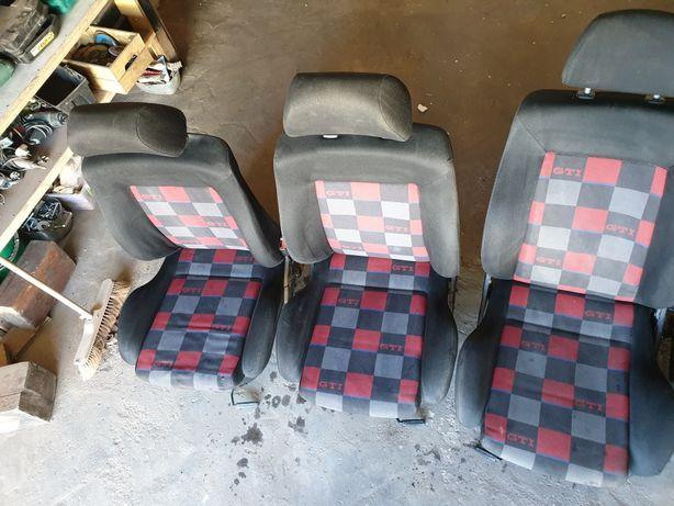 Fotele kanapa wnętrze boczki golf 3 xx jahre gti vr6 abf krata 3D i 5D