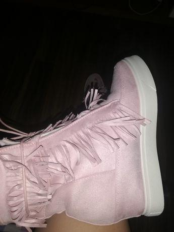Sneakersy z frędzlami pudrowy róż