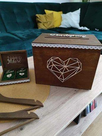 pudełko na koperty + obrączki zestaw + tablice rejestracyjne