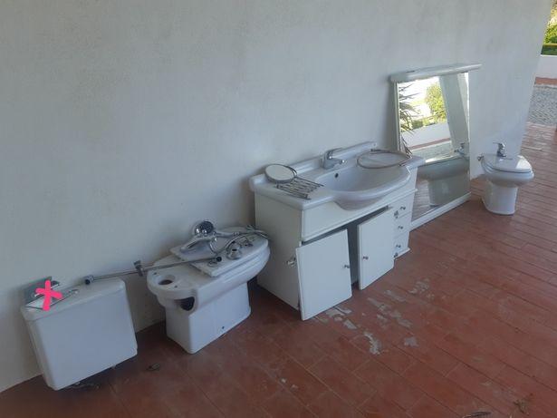 Móvel casa de banho, espelho, bidé, sanita misturadora acessórios Roca