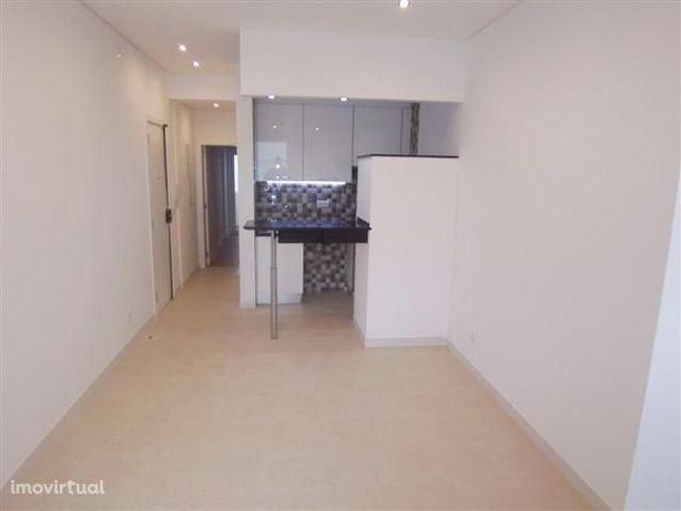 Apartamento T1 equipado - Reboleira