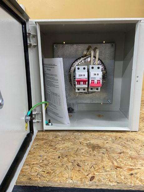 Ящик с понижающим трансформатором E.NEXT ЯТП-0,63 220/36В IP54