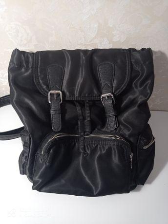 Продаю рюкзак черного цвета H&M divided