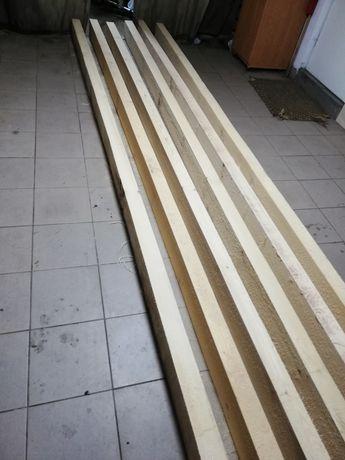 Drewniane belki, krokwie