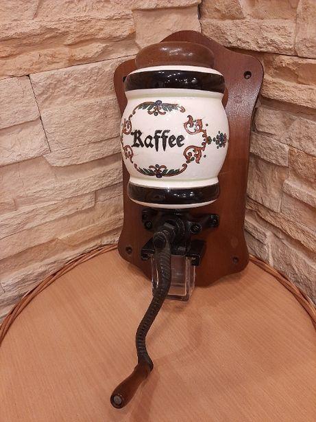 Młynek do kawy ścienny,ręczny,porcelanowy,stary