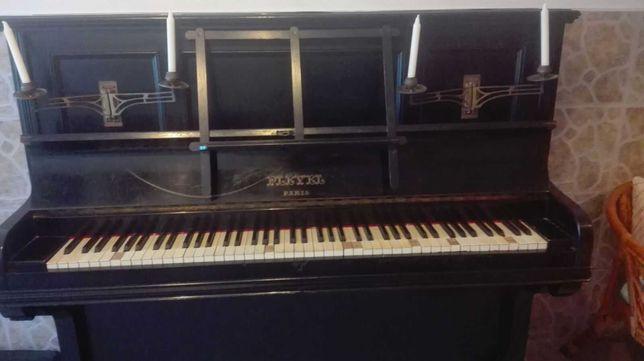 Piano sem cauda muito antigo