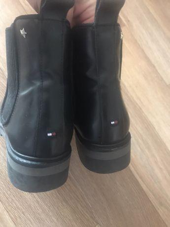 Продам демисезонные ботинки Tommy Hilfiger