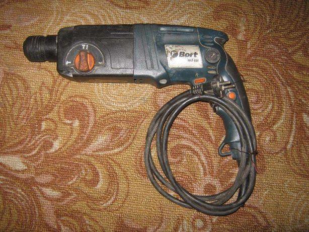 Прямой перфоратор Bort BHD-800.