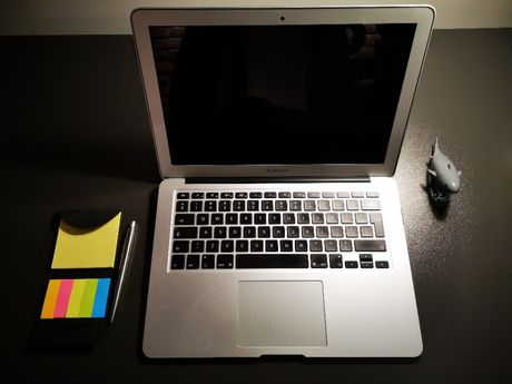 Laptop Apple MacBook Air 13.3 128GB SSD + karta SD 256GB , 8GB RAM, i5