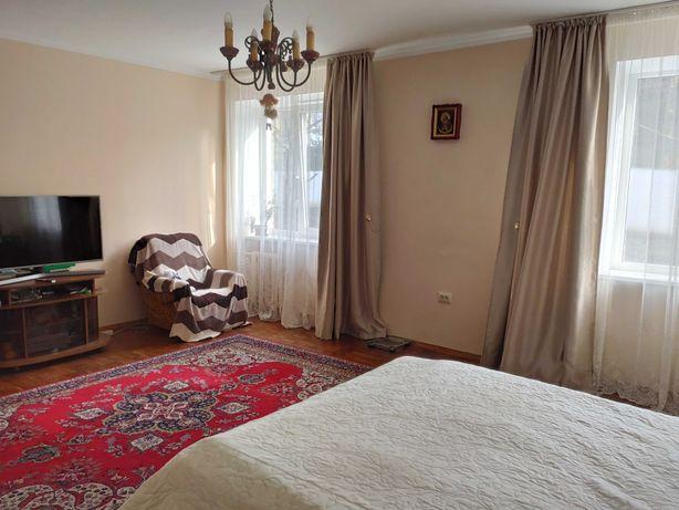 Продаж чотирикімнатної  квартири в елітному районі  вул. Сахарова.
