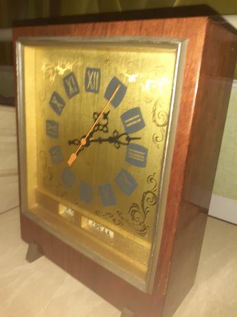 """Старинные часы """"Янтарь"""""""