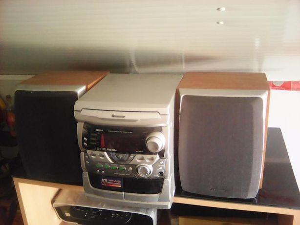 Vendo aparelho e música leitor de CDs de cassetes