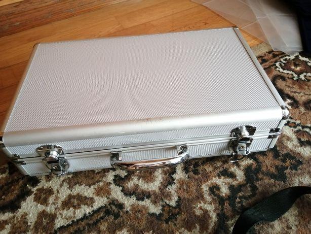 mala aluminio forrada