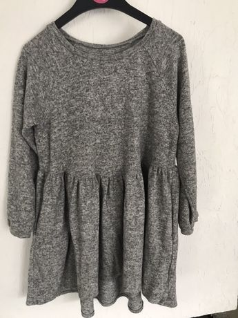 Sweterkowa sukienka r.128