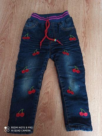 Отличные удобные утепленные джинсы штаны штаники для девочки 3-4 года