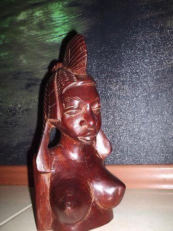 статуэтка-бюст из красного дерева.