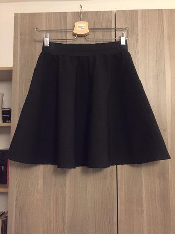 Czarna rozkloszowana spodnica rozm 36