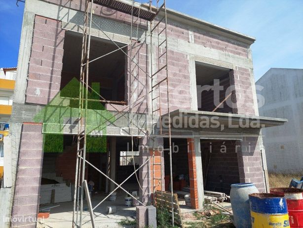 Moradia Construção | Vila Atouguia Da Baleia