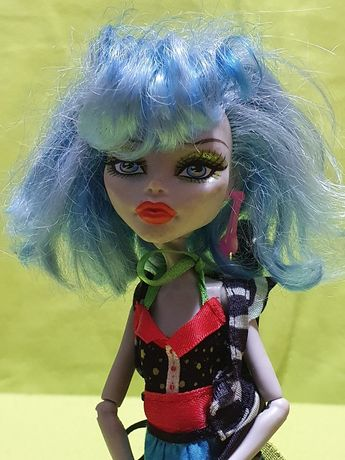 Lalka Monster High Ghoulia Yelps z akcesoriami