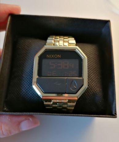 Relógio tipo Nixon Re-run dourado novo