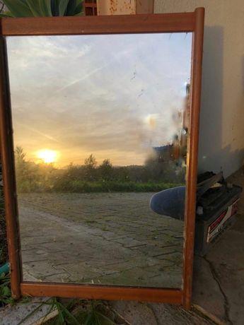 Espelho Olaio  em madeira  50 cm x 75 cm em excelente estado