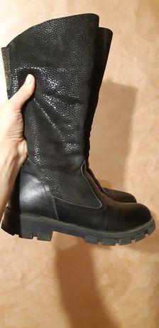 Продам зимові чоботи на дівчинку, б/в. Натуральна шкіра, цегейка.,37