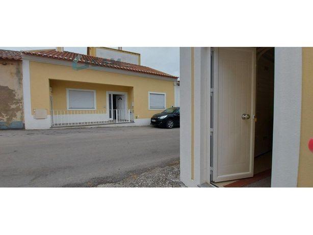 Moradia T2 com garagem em Vila Facaia