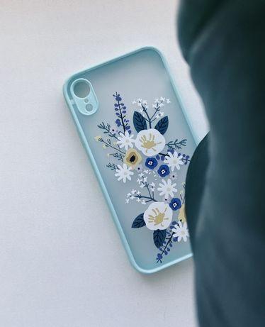 Стильный чехол в нежных тонах с цветами для Iphone XR