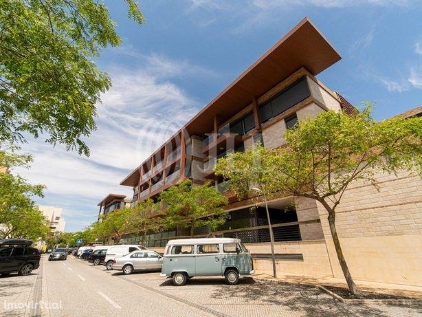 Apartamento T1+1 com terraço e estacionamento no Tróia Re...