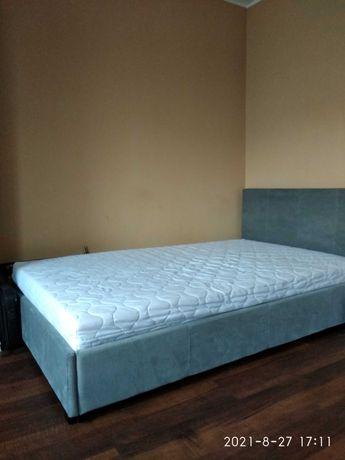 Łóżko do sypialni z materacem