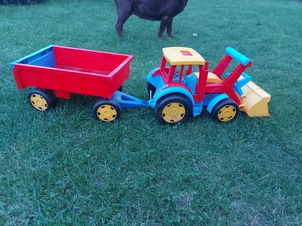Traktor z przyczepa wader