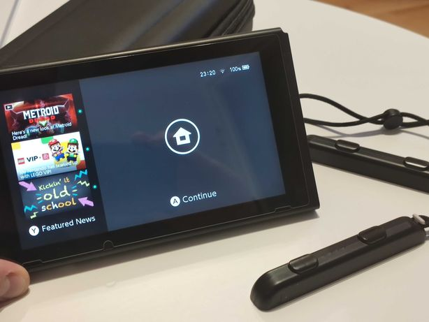 Nintendo Switch V2 + 48 Gier + Etui i szkło + Pokeball plus (Nintendo)