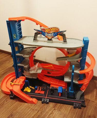 Hot Wheels FTB69 - garaż ultimate