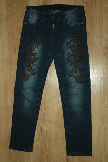 C&A Palomino dżinsy jeans z czarnym haftem r.146