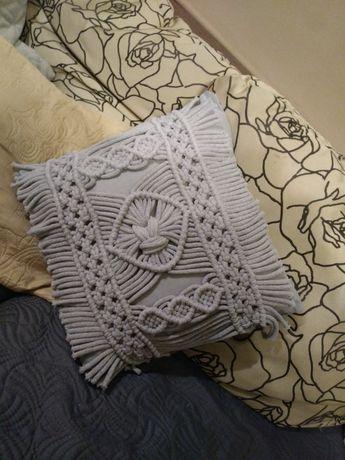 Poszewka na poduszkę z makramy