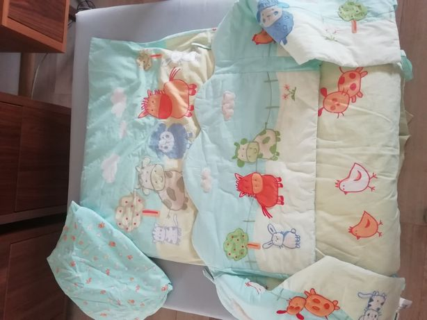 Conjunto têxtil cama de grades.