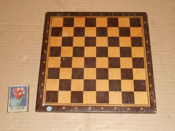 Доска деревянная с ножками для шахмат 22х22 см