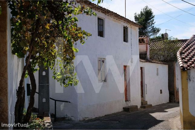 Moradia para renovar no Arripiado - Castelo de Almourol