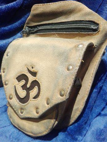 Woodstock stara torebka saszetka retro znak OM