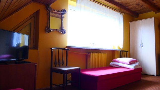 Wynajem pokoi w Łomiankach dla pracowników i indywidualnie.
