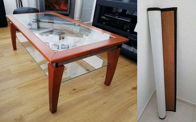 Mesa de centro em madeira e vidro / Tapete de palhinha